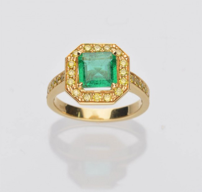 pre owned 18ct yellow gold emerald yellow